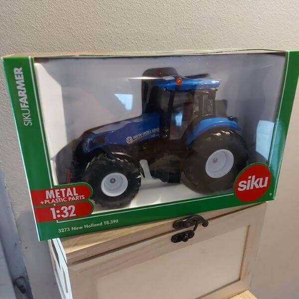 Siku New Holland T8.390 traktor
